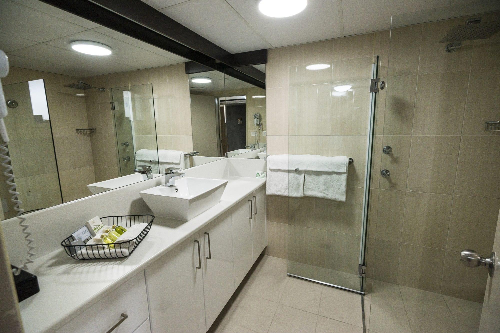 galaxy motel bathrooms